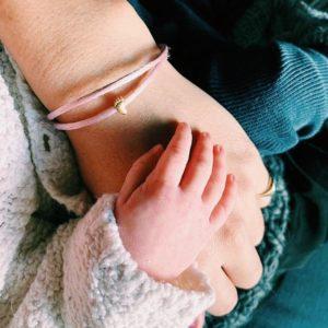 sieraden bijzondere momenten goud kado goudsmid baby voetjes