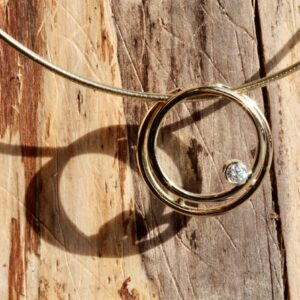 Trouwring vermaken naar hanger met diamant